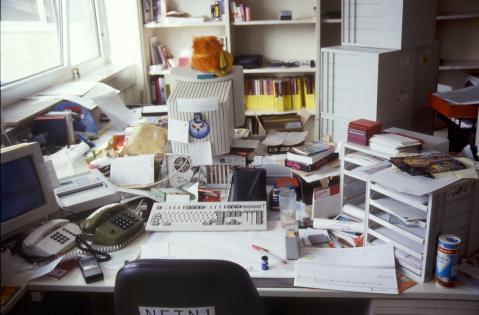 DMV-Schreibtisch mit Ratte